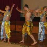 беларусская молодёжь танцкет индийские танцы под индийские же мотивы, причём вес