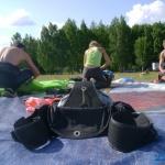 процесс укладки парашютных систем