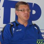 Главный тренер переживает за результат