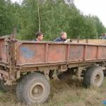 студенты, трактористы, колхозники, работники