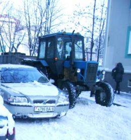 трактор во дворе