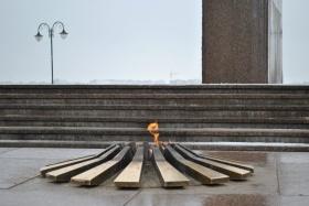 В 11.00 на Советской площади к Вечному огню возложат цветы и венки