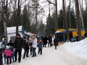 Народные гуляния в Печерском лесопарке