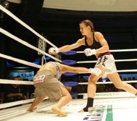 Гетманенко совершает проход в ноги Муратовой