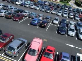Автомобильная стоянка рассчитана на тысячу автомобилей