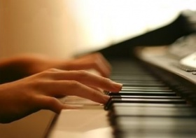 На вечере прозвучат самые разные мелодии: от старинных вальсов до саундтреков к