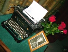 письменный стол Симонова