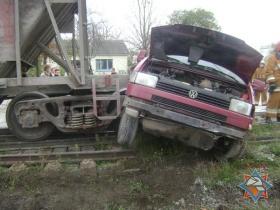 На Славгородском шоссе грузовой состав въехал в микроавтобус