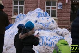 Самая популярная снежная фигура - дракон