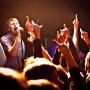 Данилы голос силой обладает: не то что дух - он руки поднимает!